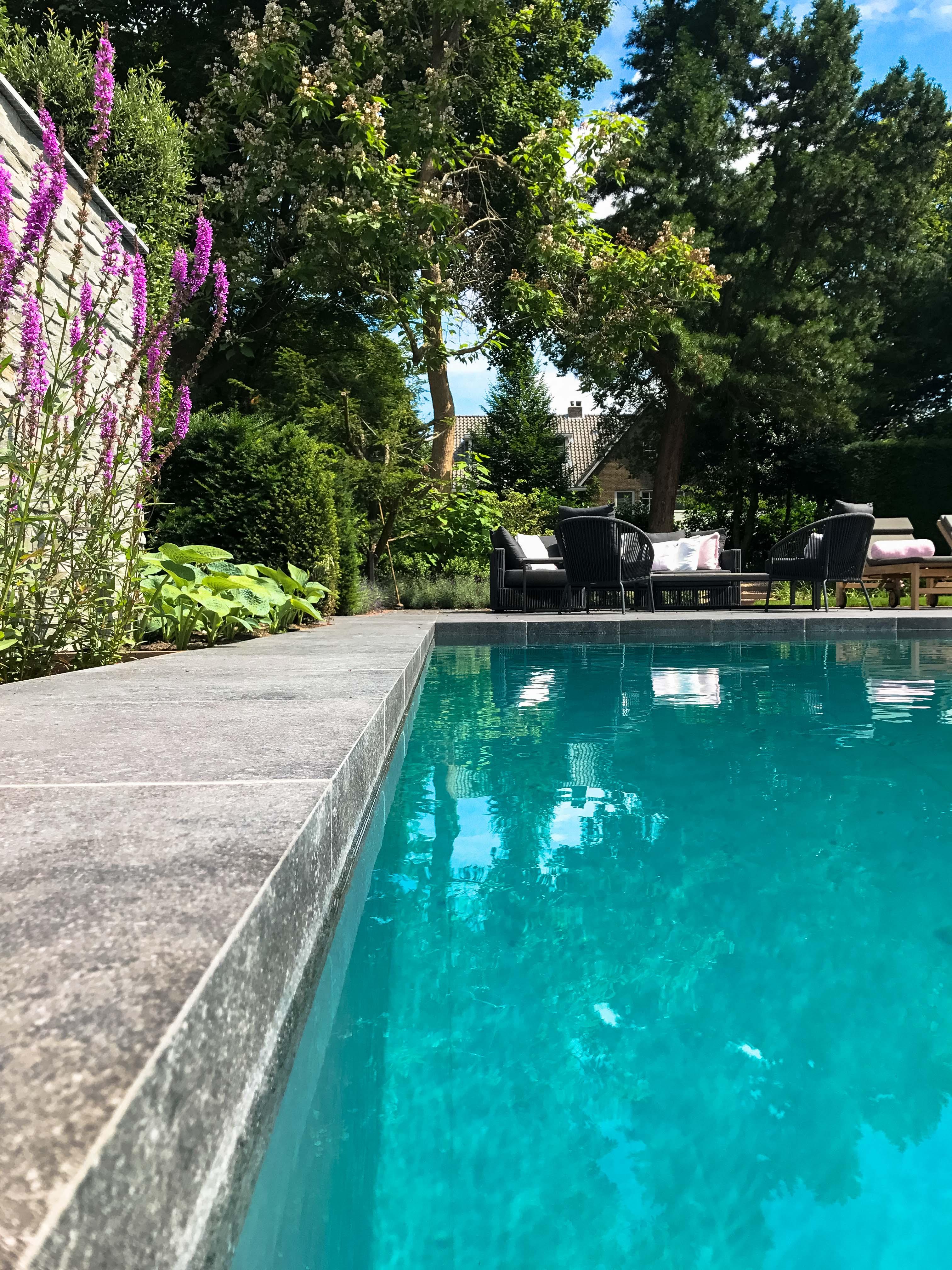 Zwembadrand keramiek